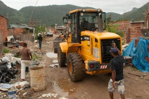 Bulldozer at Vila Taboínha
