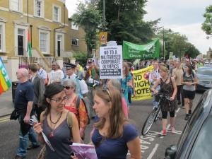 """""""Cidade de Quem? Jogos para Quem?"""" Protesto durante as Olimpíadas de Londres"""