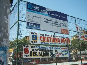 Barreira do Vasco's main square, with sign advertising the community's upgrading