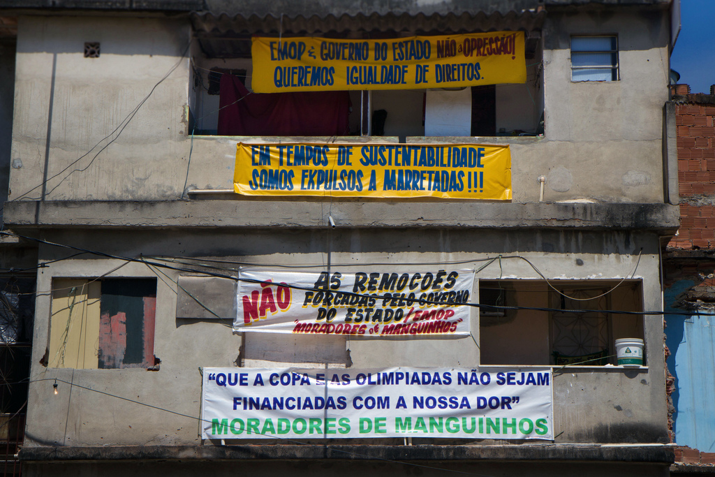 'EMOP [Public Works Company] & The State Government - No to the Oppression! We Want Equal Rights.' ; 'In Times of Sustainability, We're Expelled with Sledgehammers!!!' ; 'No to Forced Evictions by the State Government & EMOP' ; 'The World Cup and Olympics should not be financed with our pain, Residents of Manguinhos' Photo by Luiz Baltar