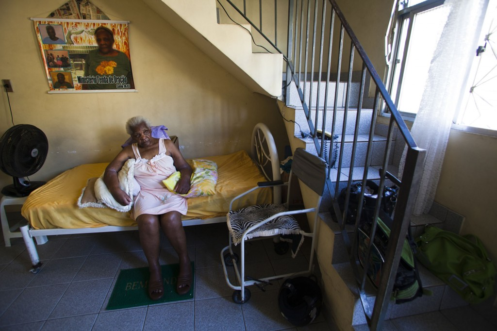 89 year old Dejanira suffered debilitating shock when her neighbor's houses were demolished. Photo by AF Rodrigues