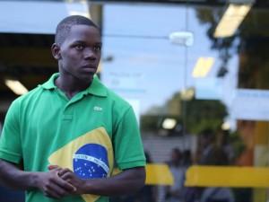 Chauan Cezário, one of the Military Police victims, in a Rio police station. Photo by Urbano Erbiste/O Globo