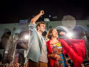 Freixo and his running mate Luciana Boiteux celebrate reaching the second round of the 2016 mayoral elections in Lapa. Photo credit: Mídia Ninja