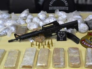 Assault rifle seized by the Federal Police, in Inhaúma, in Rio's North Zone (Polícia Federal/FotosPúblicas.com)