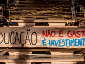 A banner at the occupied University of Brasilia in response to PEC 55. Photo by Luciana Wlacawovsky/CUT