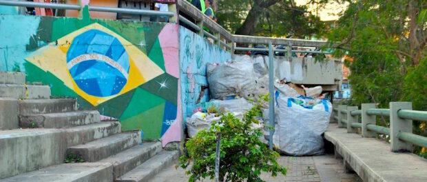 ReciclAção's eco-bags in Morro dos Prazeres. Photo by Sophie Pizzimenti