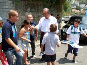 Pezão visits the community of Santo Amaro during his gubernatorial campaign in 2014. Photo: Marcio Cassol