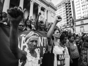 A protest right after the city councelor's execution open the documentary 'Sementes Mulheres Pretas no Poder' (or, in English, 'Seeds Black Women in Power')