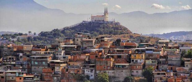 Igreja da Penha (Church of Our Lady of Penha) surrounded by Favela Complexos of Penha and Alemão. Photo by: Bento/Coletivo Papo Reto.