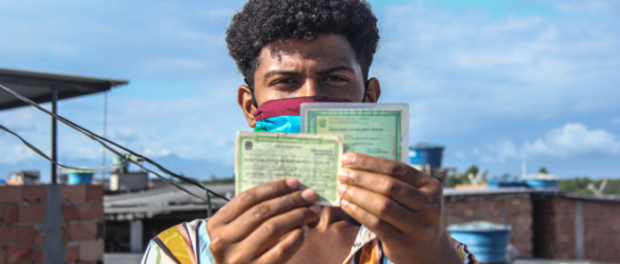 In order to vote this year, besides the voter registration card and ID, it is necessary to wear mask and take your own pen. Photo by: Matheus Affonso/Maré de Notícias Online.