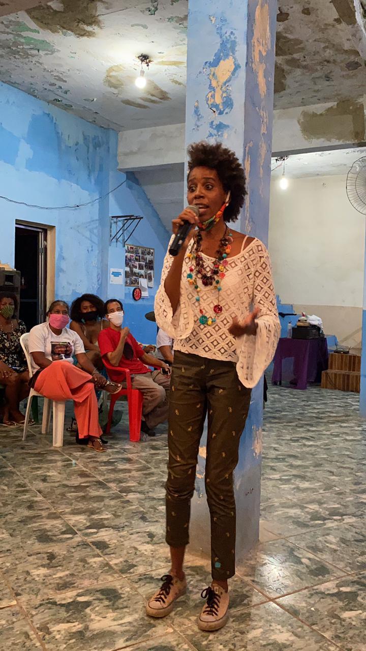 Jessica Castro at the second meeting for the campaign Um Gás para as Mulheres da Providência.